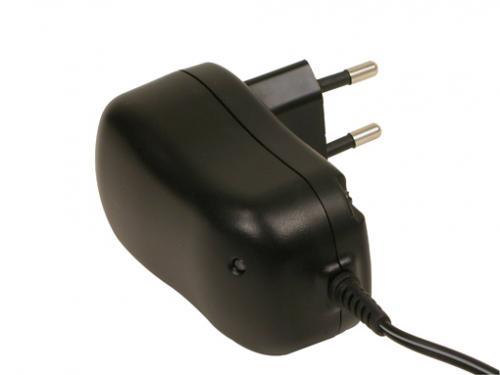 Chargeur de batterie universel 600mAh Auto 220-8,4/9,6v NiMh Deltapeak/minuterie